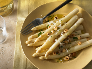 Recipe // WHITE ASPARAGUS WITH HAZELNUTS & MANCHEGO